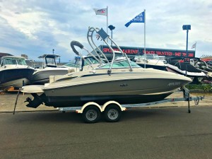 Sea Ray 220 Sundeck 2010