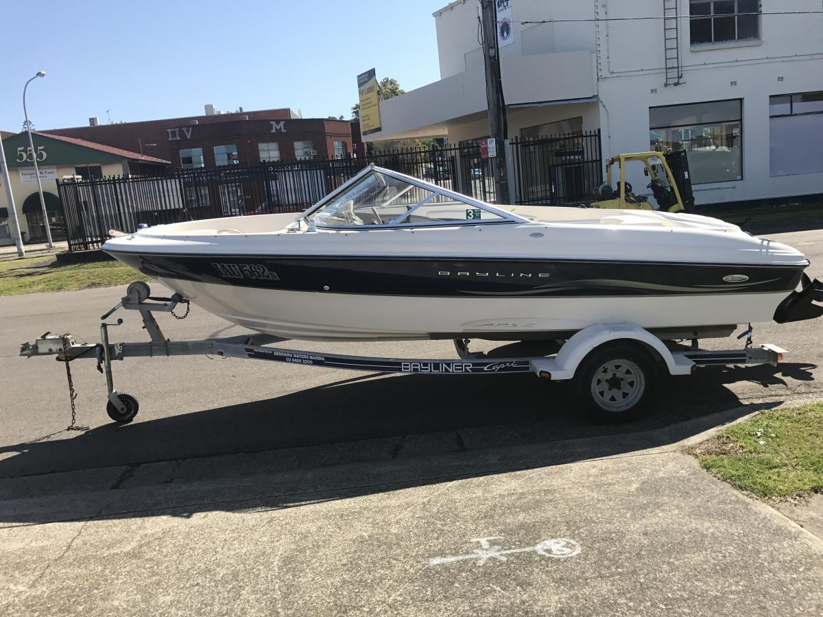 2002 Bayliner Capri | Sports Marine