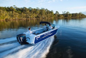 QUINTREX  570 FISHABOUT - RUNABOUT