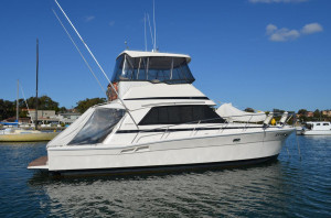 Riviera 39 Flybridge Cruiser