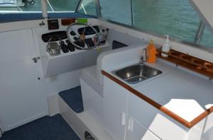 Bertram 25 Flybridge Cruiser