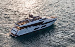Ferretti Yacht 920