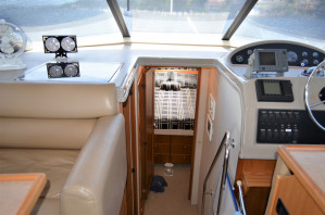 Bayliner 3988 Command Bridge Cruiser