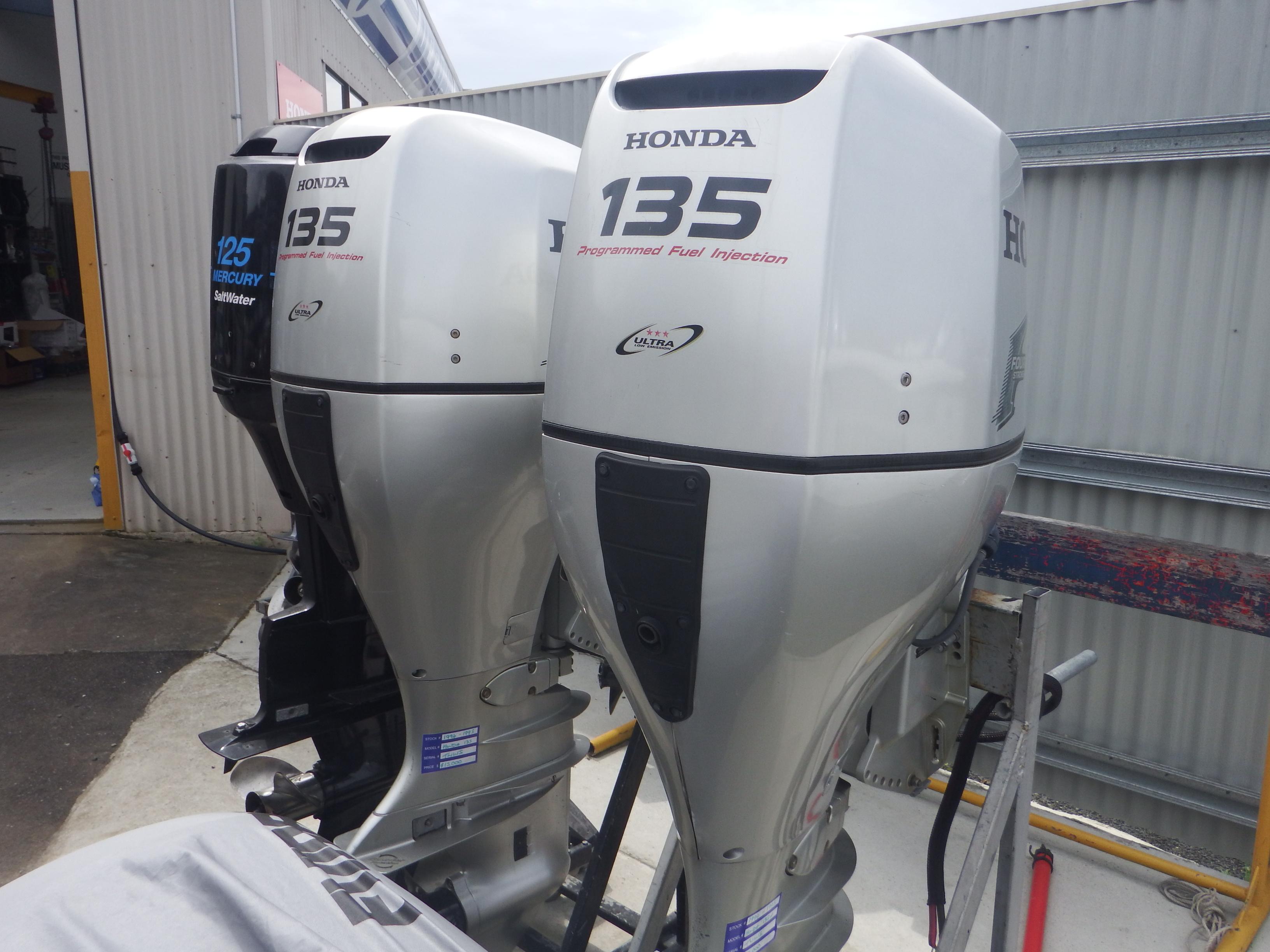 TWIN 135hp Honda Outboards - USED   Deegan Marine