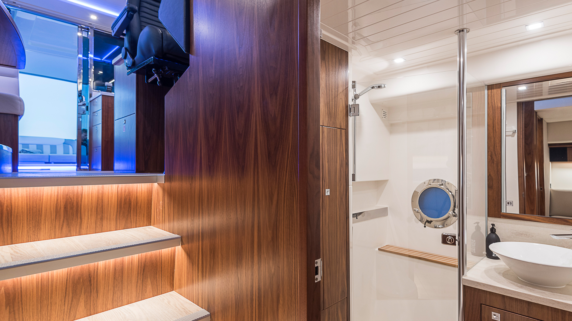Riviera 4800 Sports Yacht