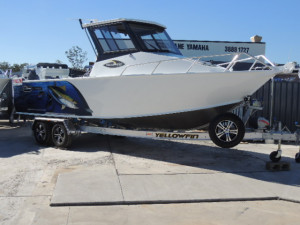 7600 YELLOWFIN SOUTHERNER HARDTOP  F225HP PACK 1