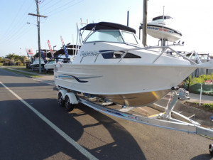This New QUINTREX 610 TRIDENT  SOFT TOP F130 HP Pack 2