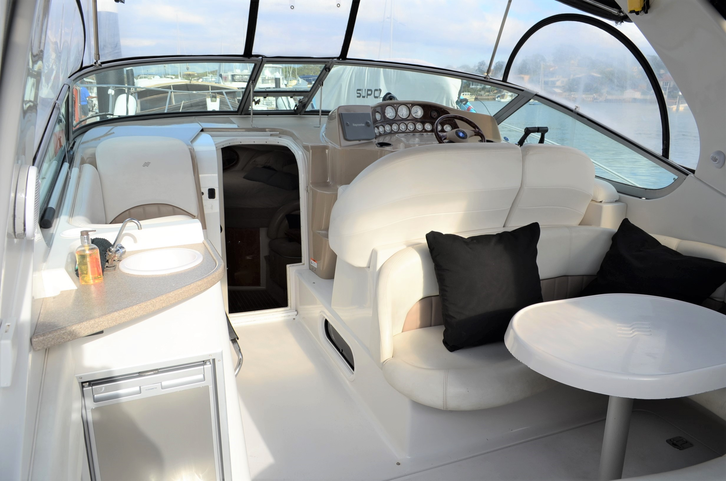 Four Winns 348 Vista Sports Cruiser | Sydney Boat Brokers