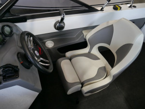 QUINTREX 550 FREESTYLER - BOW RIDER