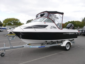 Revival R530 Offshore - Cuddy Cabin