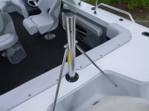 QUINTREX 490 CRUISEABOUT BOW RIDER