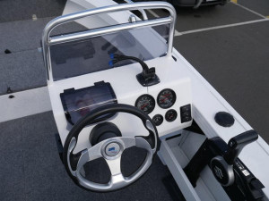 Quintrex 440 Renegade Side Console