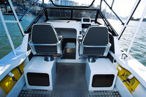 QUINTREX YELLOWFIN 6700 OFFSHORE - SOFT TOP