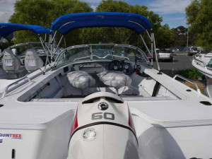 QUINTREX 450 FISHABOUT DLX RUNABOUT