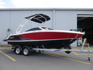 FOUR WINNS H180SS BOW RIDER