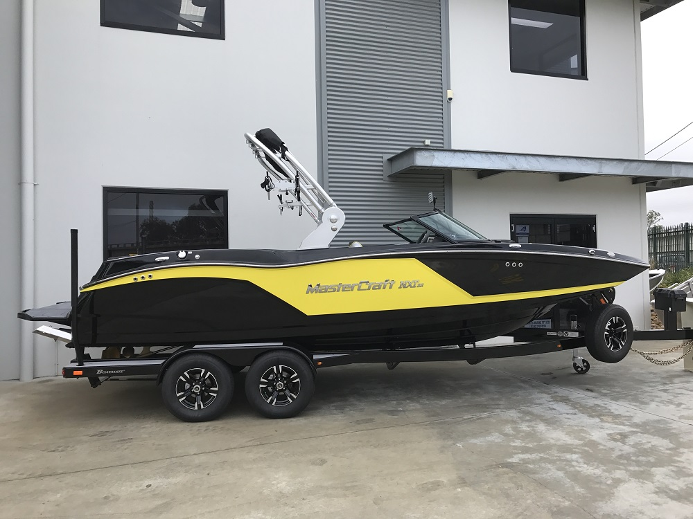 MasterCraft NXT22 2019 Model - Midnight Black + Flash Yellow