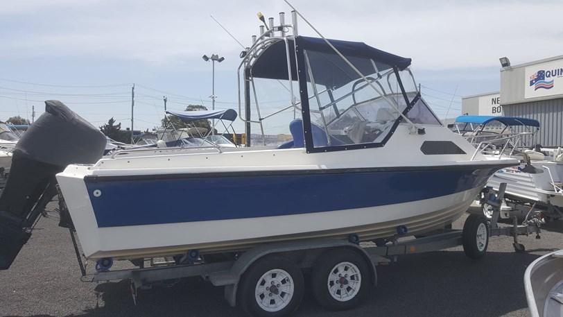Streaker 585 Sports Fisherman