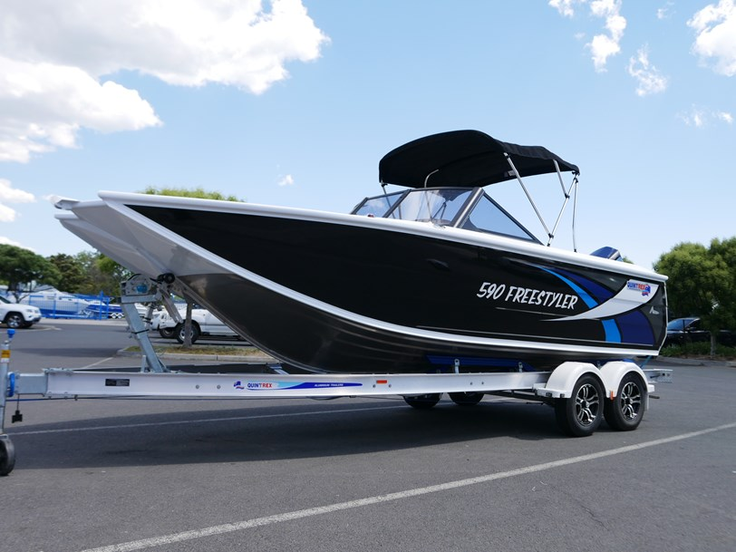 QUINTREX 590 FREESTYLER - BOW RIDER