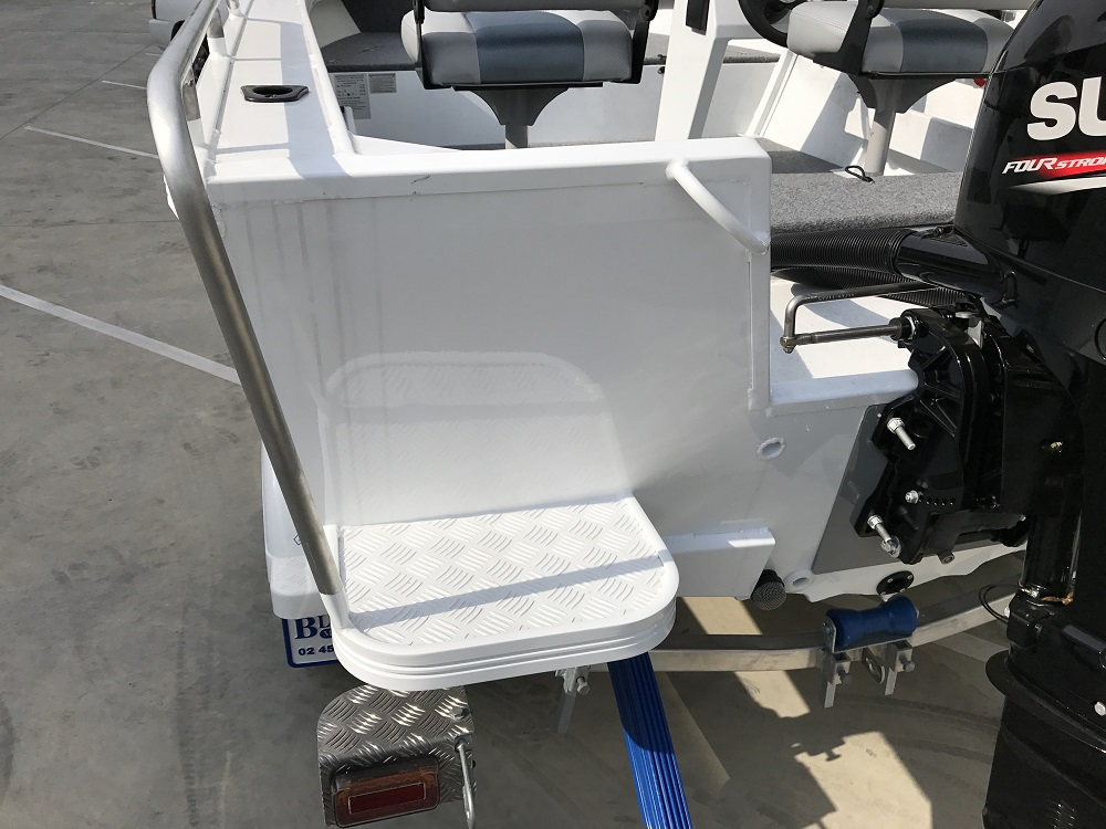 Stacer 429 Outlaw Side Console 2019 Model DF50 | Blakes Marine