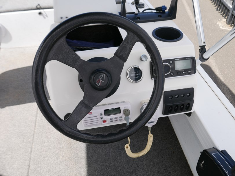 Quintrex 420 Explorer Trophy - Side Console