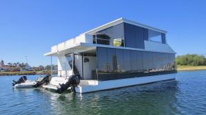 2015 Havana House Boat 47