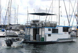 13m Broadwater Houseboat