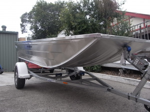 Brand new Horizon 3.15m and 3.75m flat bottom aluminium punts.