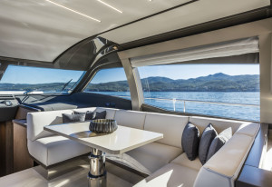 Ferretti Yacht 550