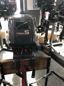 Used Yamaha 5hp 2 stroke short shaft outboard motor in excellent (ÄS NEW) condition.