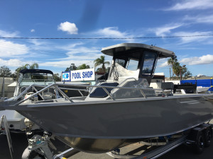 7000 YELLOWFIN CENTRE CABIN  200 HP PACK 4