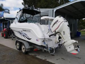Haines Hunter 585 Breeze - Cabin Boat