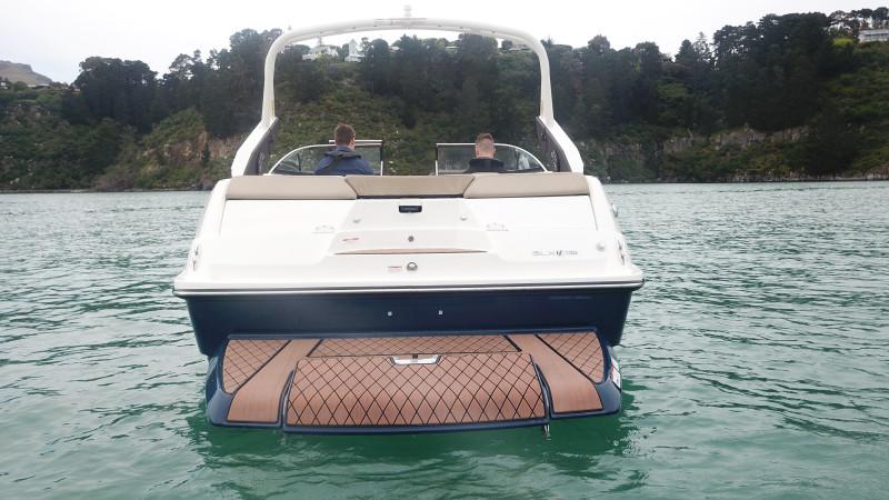 Sea Ray SLX-W 230
