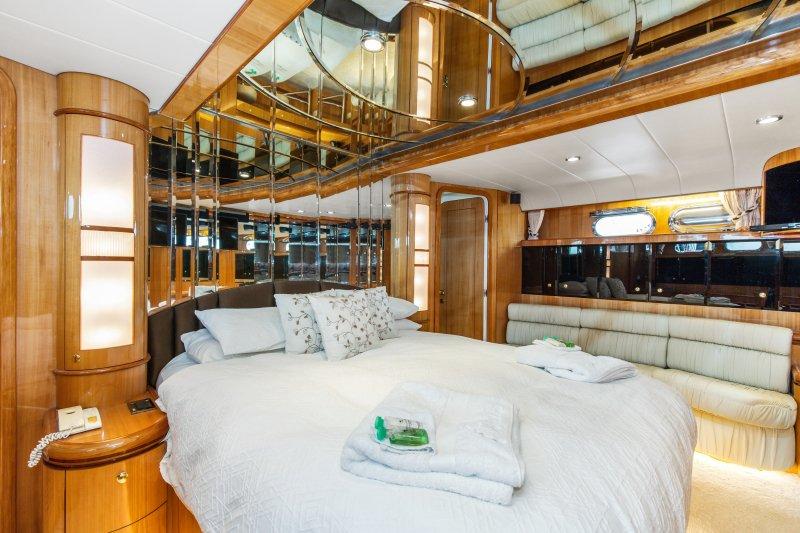 2002 84 Horizon Yacht Fish