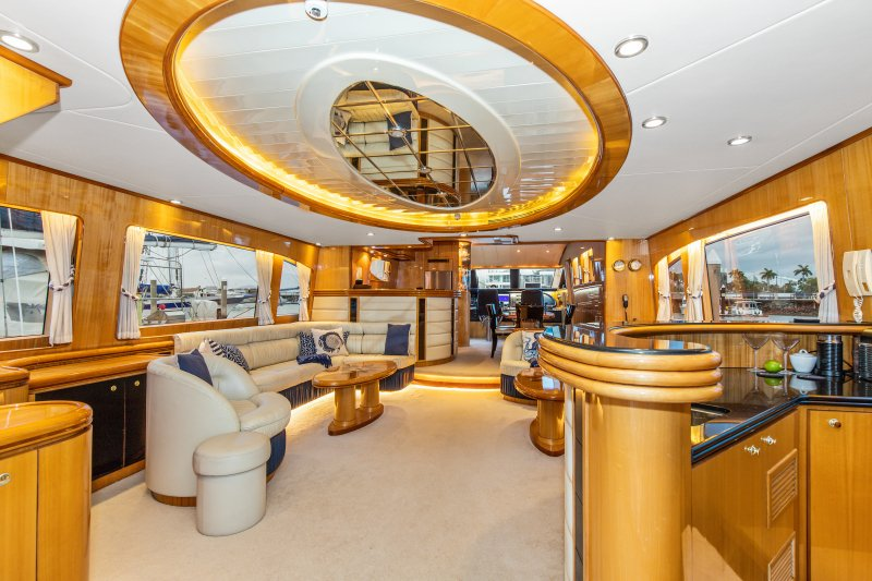 2002 84 Horizon Yacht Fish