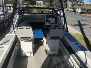 USED 2006 BARCRUSHER 560C WITH A YAMAHA 115HP FOURSTROKE FOR SALE