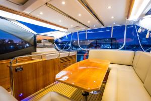 Riviera 53 Enclosed Flybridge