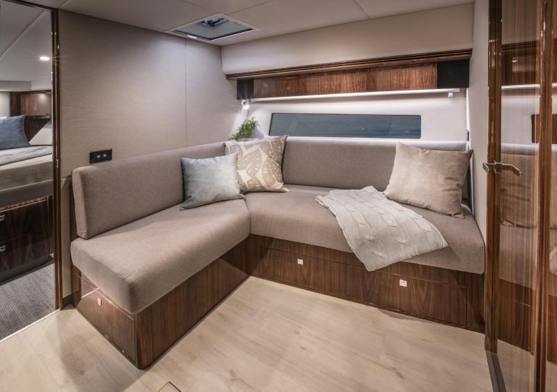 Riviera 4800 Sport Yacht Platinum Edition