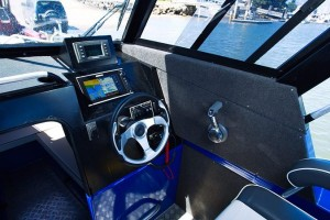 QUINTREX YELLOWFIN 6700 OFFSHORE - HARD TOP