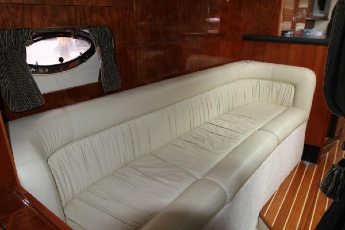 Mustang 3800 Sports Cruiser Sylvania Marina